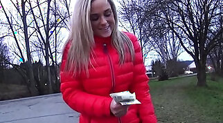 Blonde amateur flashing for a money