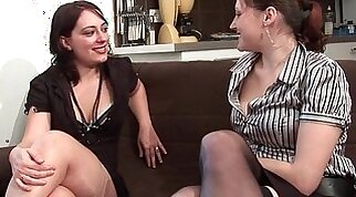 FFM Two amateur french hotties sharing a cock with their ass and mouths