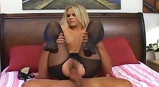 Petite Sindy Bella in hot pantyhose
