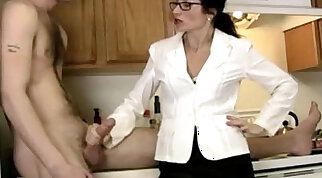 Cougar tuggs and blows big cock like a pro