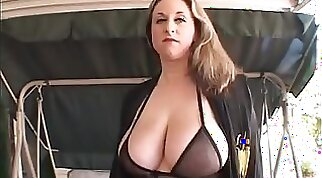 cheating mature wife knows how to orgasm