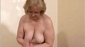 Cock Jerks Off For Cute Amateur Slut